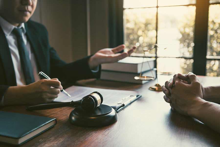 Client meeting a divorce lawyer in Melbourne